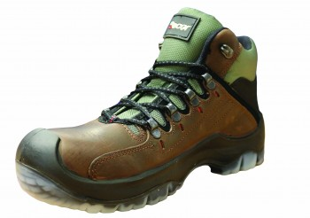 Traxion extra grip safety boot S3